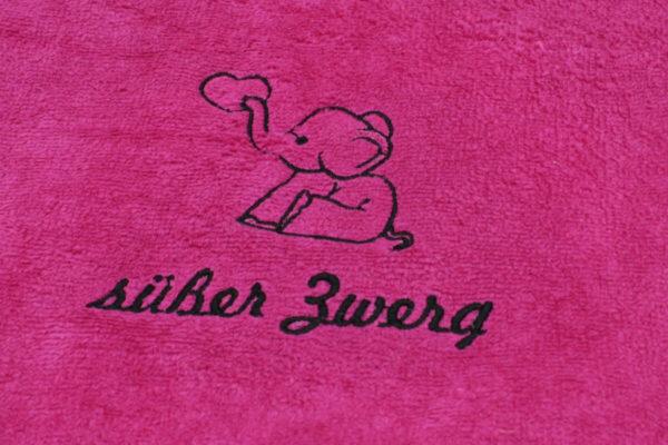 Süsser Zwerg_Handtuch bestickt_pink